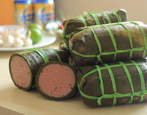 Chả bò Đặc sản Đà Nẵng mua làm quà rất hấp dẫn vì mùi vị thơm ngon