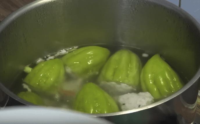 Cách nấu canh khổ qua chả cá