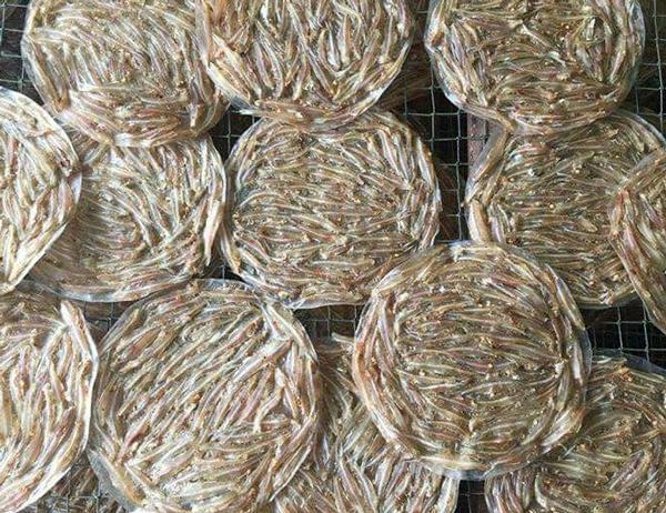 Bánh tráng cá cơm